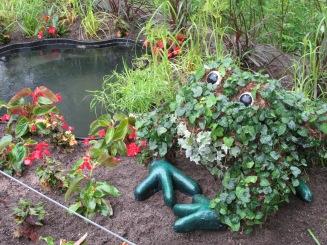 LMCG Topiary Frog