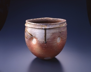 Shigaraki Ware, Lozenge-styled vase with natural firing effect by Takahashi Shunsai